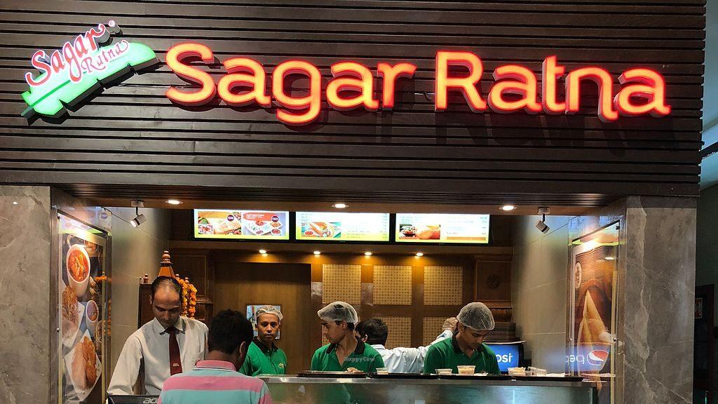 One of the finest vegetarian restaurants in Delhi, Sagar Ratna offers a range of luscious foods in Delhi.